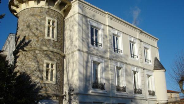 Enduit de facade et corniches batiment à Sury le Comtal