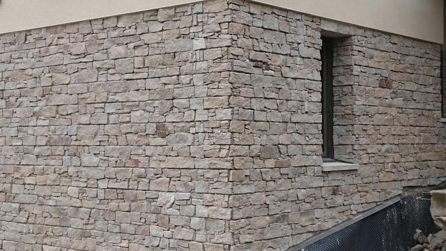 Habillage mural en pierres