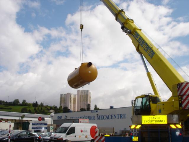 Pose cuve metal pour l'usine Mecacentre à St Etienne