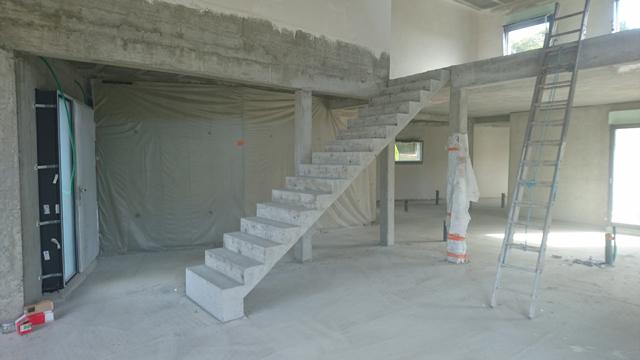 Realisation-escalier-finition-beton-apparent-St-Genest-Lerpt