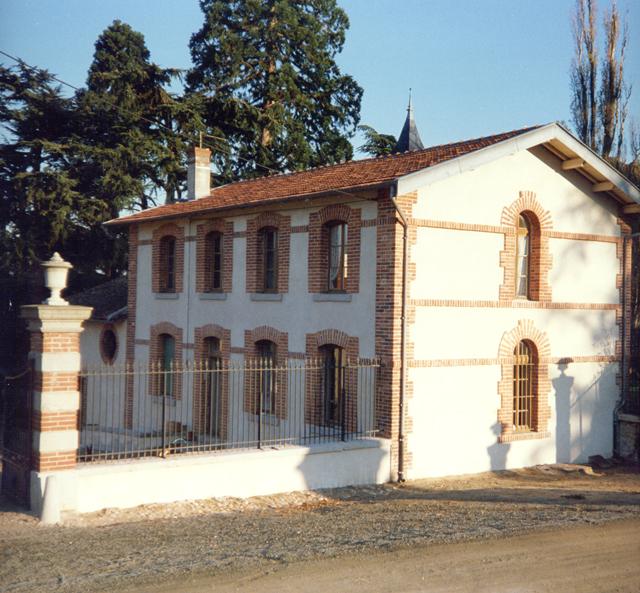 Rénovation des facades et entourage briques sur batiment à Boisset-St-Priest